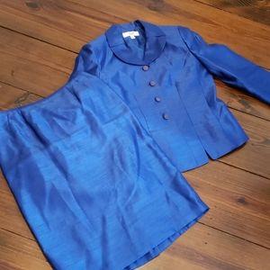 Le Suit Sz 6 Blue Skirt suit